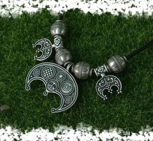 Оберег Лунница — значение амулета у древних славян