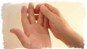 чешется большой палец левой руки