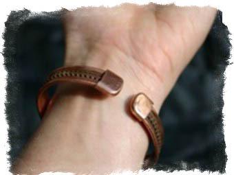 На какой руке и как носить медный браслет