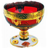 ритуальная чаша наполненная красным вином