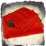 полотенце красного цвета