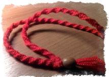 Оберег из красной шерстяной нити - каббалистическая нить