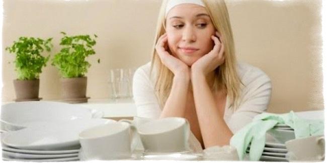 Мыть посуду в чужом доме — примета к неприятностям